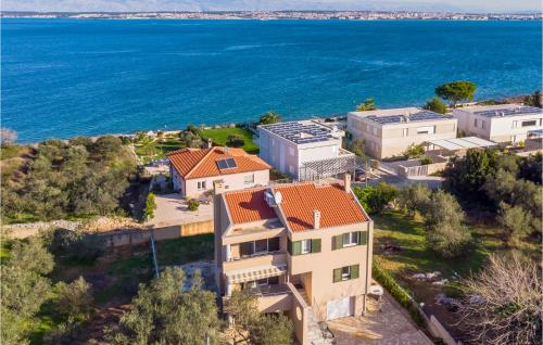 Stunning home in Sutomiscica w/ 4 Bedrooms