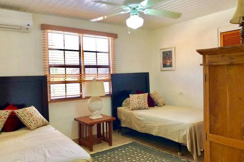 Cama ou camas em um quarto em Caribbean Cozy Cove