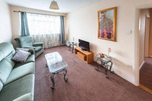 Adorable Two Bedroom property close to the sea