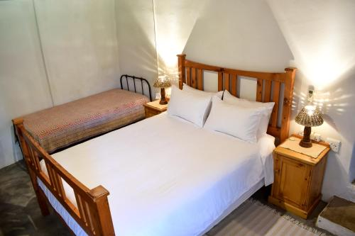 A bed or beds in a room at Die Ou Huis