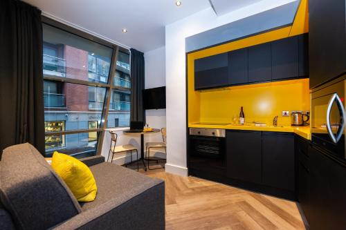 A kitchen or kitchenette at Staycity Aparthotels Dublin Castle