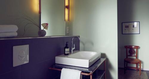 A bathroom at Vilhelm7 Berlin Residences