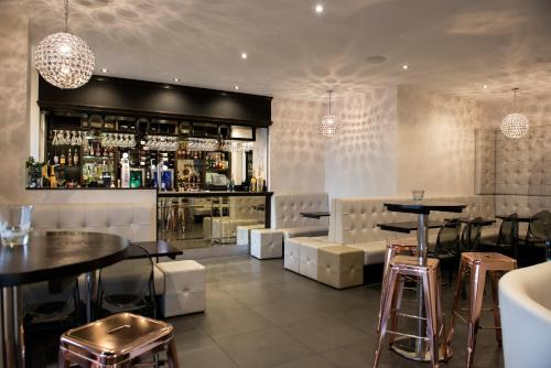 The lounge or bar area at Avonbridge Hotel