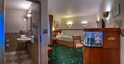 A bathroom at Landhotel Schwarzer Adler
