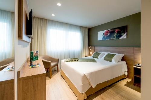 A bed or beds in a room at Hotel Laghetto Pedras Altas