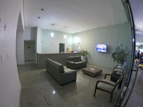 Uma área de estar em Bahia Flat 220 Apart