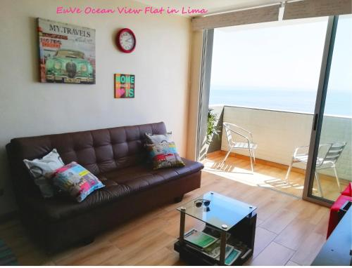 A seating area at EuVe Ocean View Flat in Lima