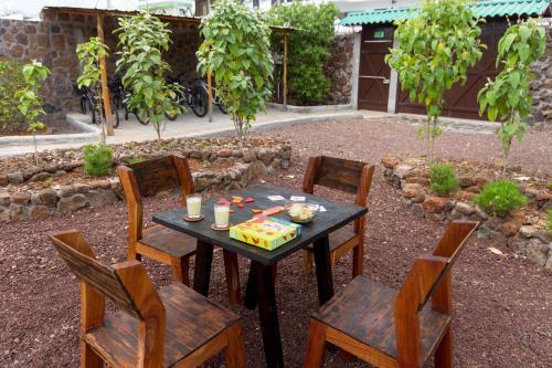 A restaurant or other place to eat at Casa de Mathias