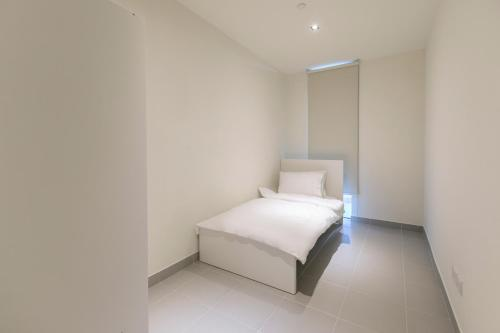 A bed or beds in a room at DHH - Welcome To Your New Home With Splendid Interiors in City Walk Building 11B