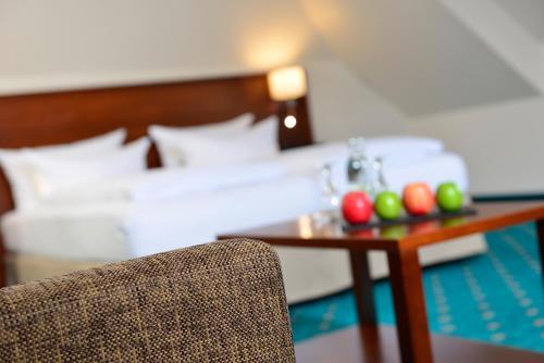 Ein Bett oder Betten in einem Zimmer der Unterkunft Hotel Der Lindenhof