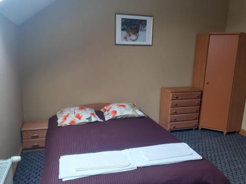 A bed or beds in a room at Rudzupuķes