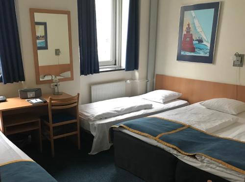 En eller flere senge i et værelse på Hotel Maritime