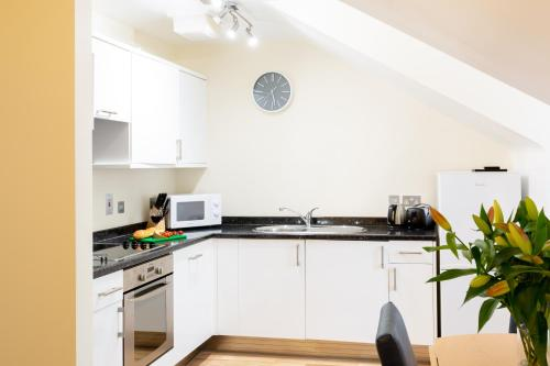 A kitchen or kitchenette at SACO Jersey - Merlin House