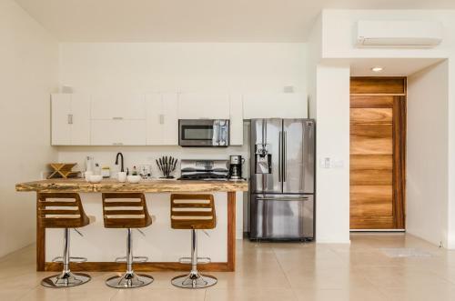 A kitchen or kitchenette at Modern Beach House with Stunning Views - Sleeps 4