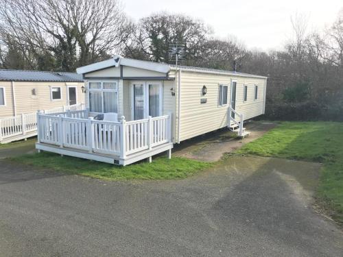 Luxury 2 Bedroom Caravan LG25, Shanklin, Isle of Wight