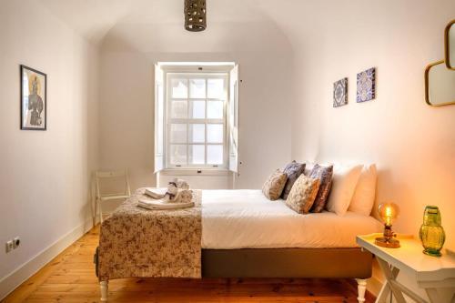 A bed or beds in a room at Almoura Giraldo Centro Histórico