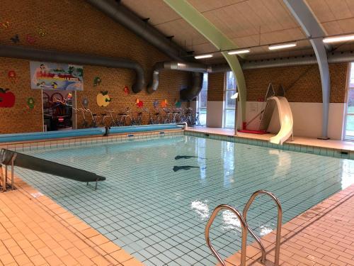 Swimmingpoolen hos eller tæt på SportsPark Blaavandshuk Resort