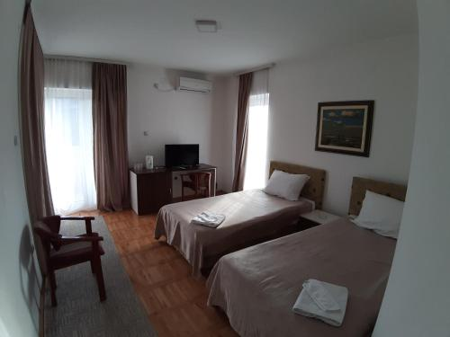 A bed or beds in a room at Garni Hotel Panorama Lux