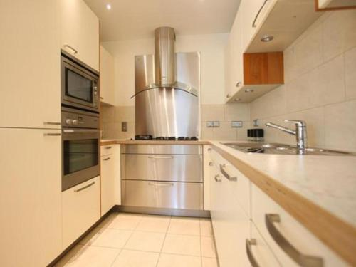 A kitchen or kitchenette at Jeanneau