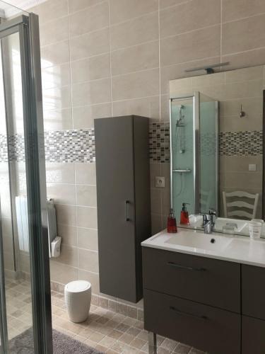 A bathroom at La Maison De La Fontaine, Le Beny Bocage