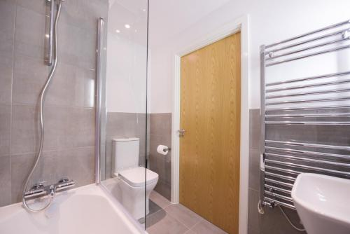 A bathroom at Town or Country - Oxford Heights