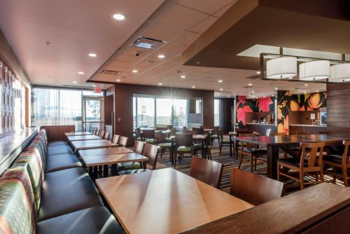 A restaurant or other place to eat at Fairfield Inn & Suites by Marriott Moses Lake