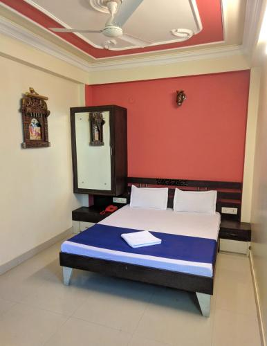 A bed or beds in a room at Panna Palace Guest House