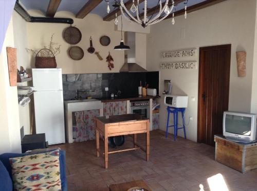 A kitchen or kitchenette at Casa Rural Pico Espadan