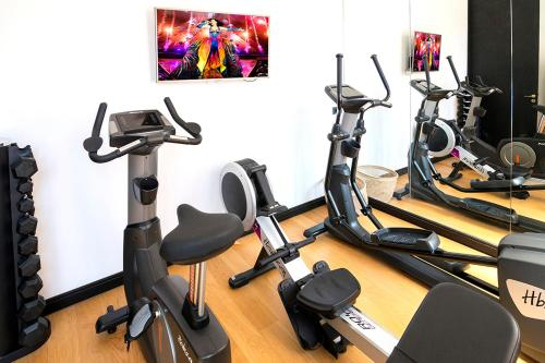 The fitness center and/or fitness facilities at Hôtel le Touring
