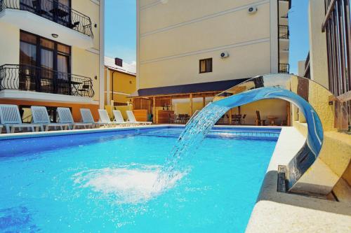 Бассейн в AsTerias Hotel или поблизости