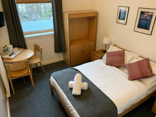 A bed or beds in a room at Edinburgh Central Accommodation
