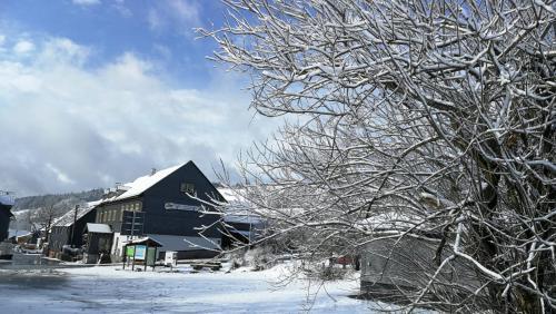 Gasthaus & Pension Am Rennsteig during the winter