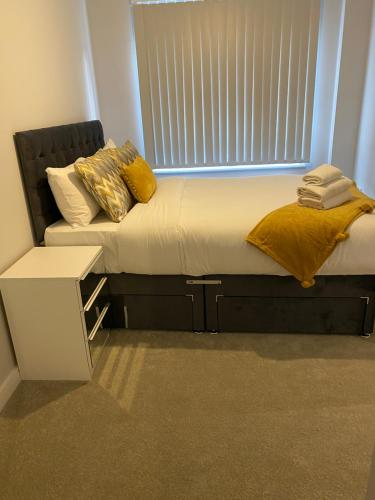 A seating area at one bedroom private apartment near to town center