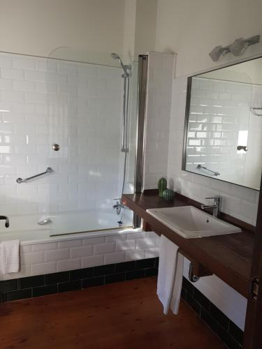 Un baño de Apartamentos Rurales El Lleron