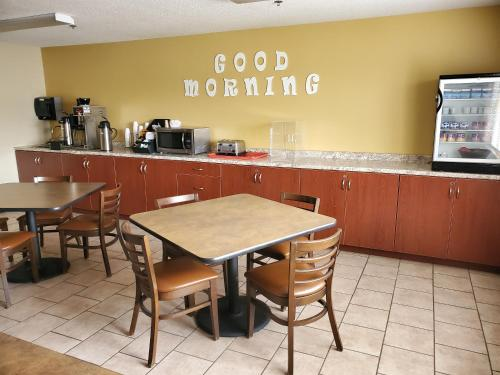 A restaurant or other place to eat at Valley Inn Sanford Medical Center