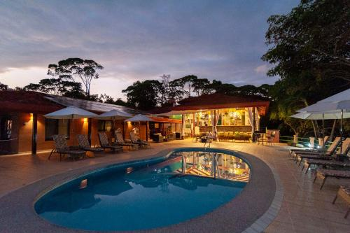 The swimming pool at or near Villas Alturas