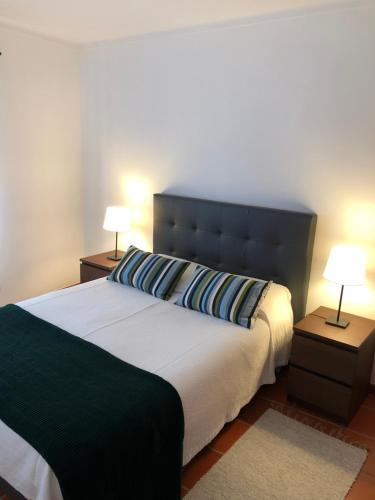 A bed or beds in a room at Apartamento - Casas dos Infantes