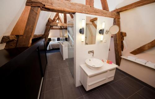 A bathroom at Bilderberg Château Holtmühle