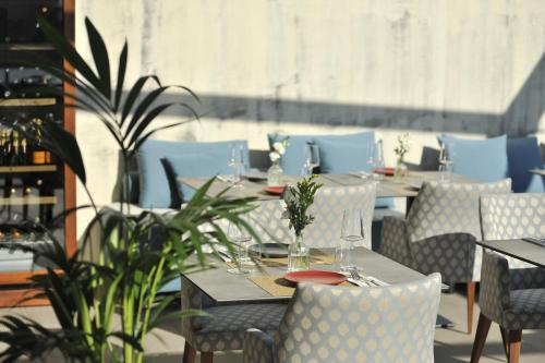 A restaurant or other place to eat at Athenaeum Eridanus Luxury Hotel