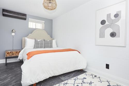 Кровать или кровати в номере Sonder — The Wellesley