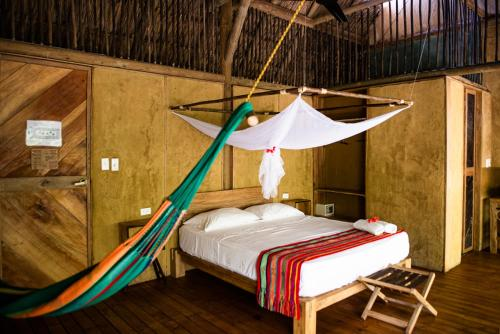 A bed or beds in a room at Dos Aguas Lodge