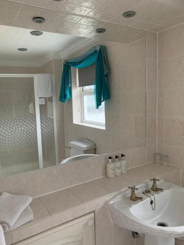A bathroom at The Old Coach House