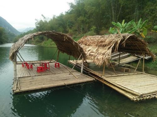 Hồ bơi trong/gần Pu Luong Holiday
