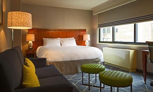A bed or beds in a room at Courtyard by Marriott New York Manhattan/ Fifth Avenue