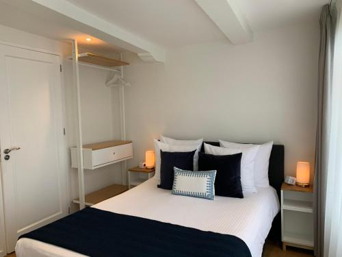A bed or beds in a room at PH93 Amsterdam Central