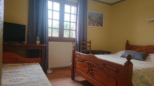 A bed or beds in a room at Le Petit Salé