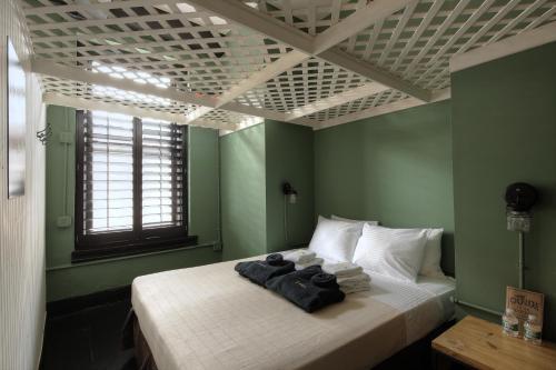 Кровать или кровати в номере The Bowery House