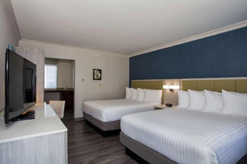 A bed or beds in a room at SureStay Hotel by Best Western Santa Monica
