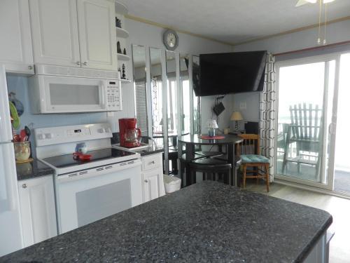 A kitchen or kitchenette at Duneside Iii Condo 103 Condo