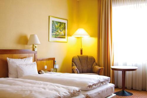Ein Bett oder Betten in einem Zimmer der Unterkunft pentahotel Gera